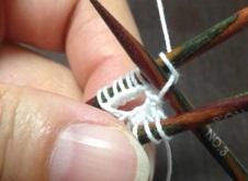2段目残りの目を編み始める