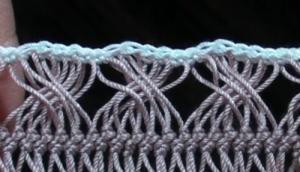 ループをクロスさせた縁編み